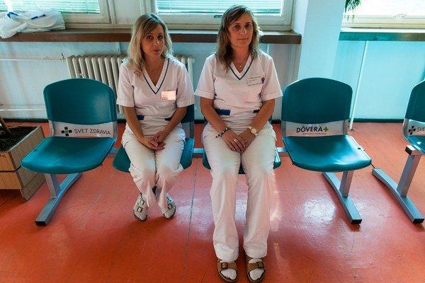 Nové lavičky zvýšia komfort pre pacientov.