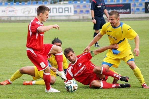 Derby Bardejov - Michalovce. Miestami sa bojovalo na ostrie noža, góly padli len dva.