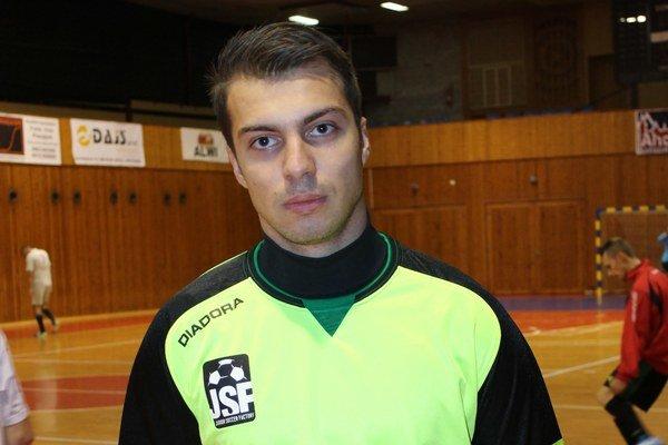 Kapitán Norbert Sališ. Po zápase podal sťažnosť.