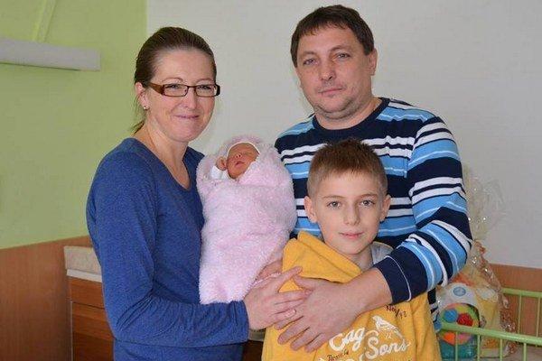 Prvá Svidníčanka. Nina so svojimi rodičmi a bračekom.