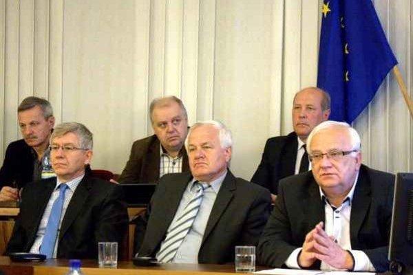 Primátor a jeho zástupcovia. Savčiinský, Tribus, Hanuščak.