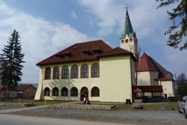 Strecha stropkovského kaštieľa zateká. Radnica plánuje v najbližších mesiacoch kompletnú výmenu strešnej krytiny.