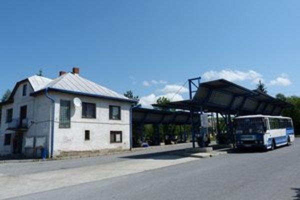 Autobusová stanica v Stropkove. Po rekonštrukcii priestorov tu po deviatich rokoch otvoria chýbajúce verejné toalety.