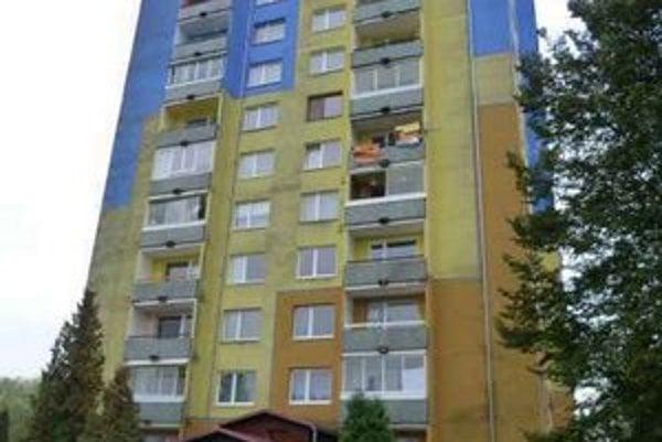 Bytový dom K/4. Vlastníci z bardejovského bytového bloku vypovedali zmluvu o výkone správy so správcom Spravbyt. Ten ich teraz žaluje a požaduje zaplatenie neuhradených platieb za energie.