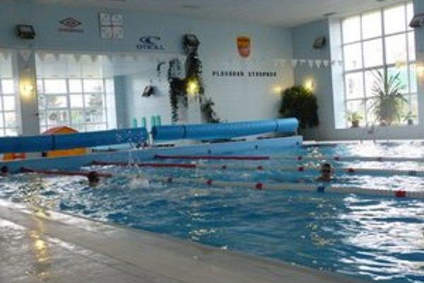 Krytá plaváreň v Stropkove. Bazén je otvorený od októbra. Najčastejšie ho využívajú žiaci a študenti.