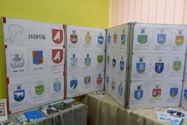 Erby miest a obcí. Výstava v Podduklianskej knižnici vo Svidníku potrvá do 27. novembra.