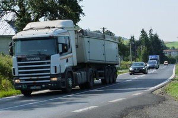 Vyťaženosť ciest stúpa. Denne v smere od Prešova do Svidníka prechádza 14–tisíc vozidiel aj  nákladná doprava.