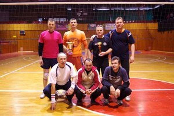 Oddelenie služobnej kynológie (psovodi). Víťazi volejbalového turnaja.