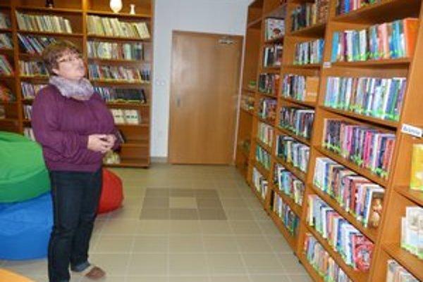 Obecná knižnica Zlaté. Starostka Mária Ontkaninová je presvedčená, že život malým obecným knižniciam môžu vdýchnuť akcie a pravidelné aktivity.