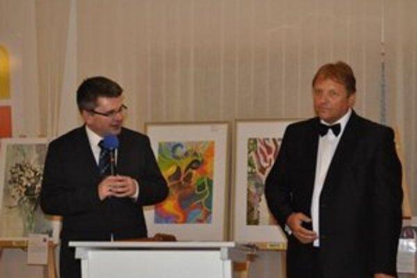 Aukcia umenia. Počas benefičnej dražby výtvarných diel bolo vydražených vyše 7-tisíc eur, z ktorých výťažok poputuje mladým talentom.