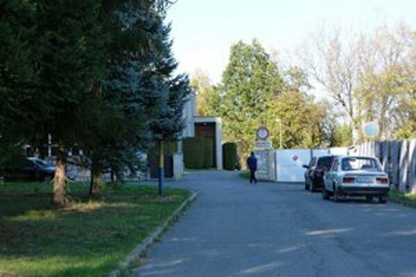 Pri cintoríne pribudnú parkovacie miesta.