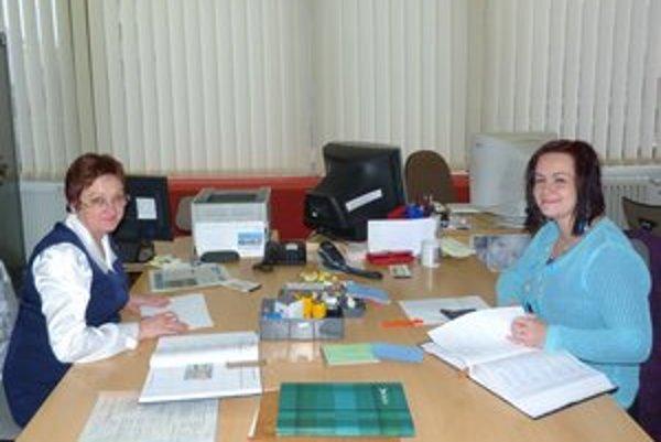 Svidnícka matrika. Zamestnankyne matričného úradu sa najčastejšie stretávajú so žiadosťami pátračov, ktorí si zisťujú informácie kvôli školským úlohám.