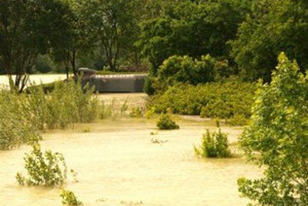 Obci odklepli zdroje na ochranu pred veľkou vodou.