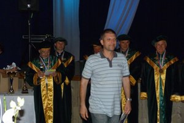 Martin Končár. S jablkovým brandy získal ocenenie víťaz odrody a strieborné ocenenie dostal za jablkovicu i slivovicu.