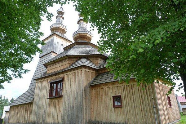 Drevený chrám v Ladomirovej. Ročne drevené chrámy navštevujú tisíce návštevníkov z celého sveta. Pýche severovýchodného Slovenska chýba podľa turistov propagácia.