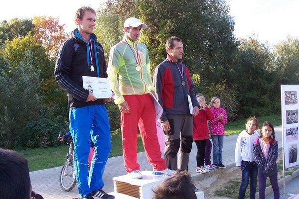 Raslavičan Tibor Sahajda. V nedeľu na MMM v Košiciach vyhral  aj polmaratón.