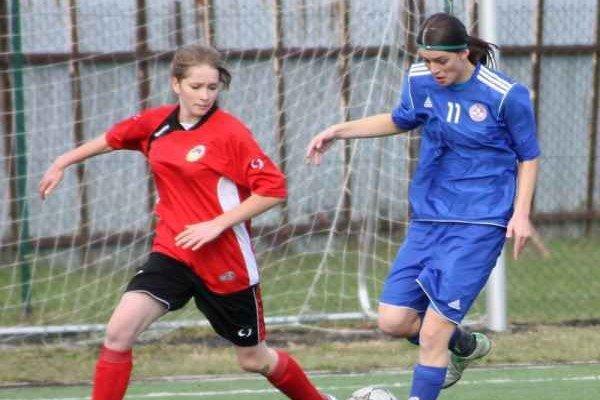 Hovancová (vľavo) dala deväť gólov.