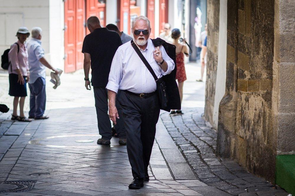 Na Bratislave sa mu páči to, že sa dá prejsť celá pešo za pár hodín. Prechádzky miluje.
