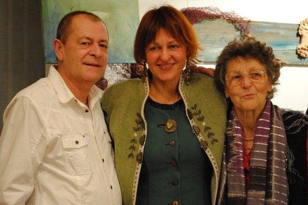 Eva Goľová s mamou a bratom.