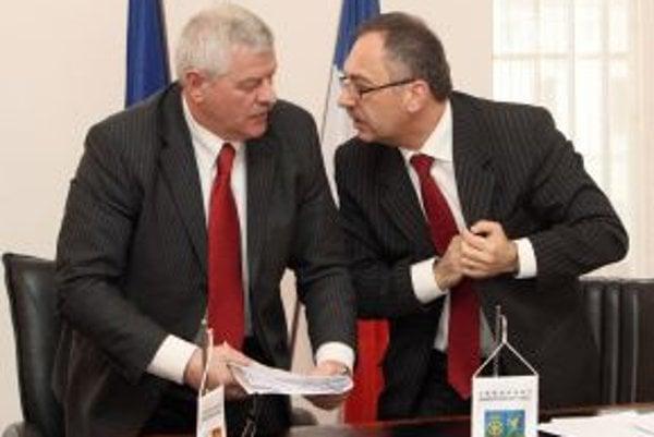 Trnavský župan Tibor Mikuš a banskobystrický župan Vladimír Maňka.