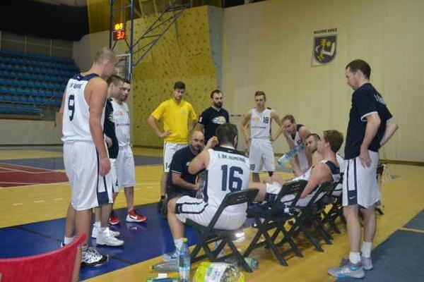 Humenskí basketbalisti. Začínajú odvetnú časť súťaze.