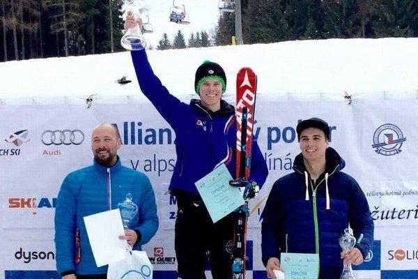 Na najvyššom stupni. Martin Hyška zvíťazil na pretekoch FIS.