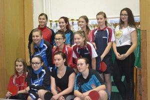 Svitne ženskému stolnému tenisu voblasti na lepšie časy? Na Oblastných majstrovstvách štartovalo celkovo 12 hráčok.