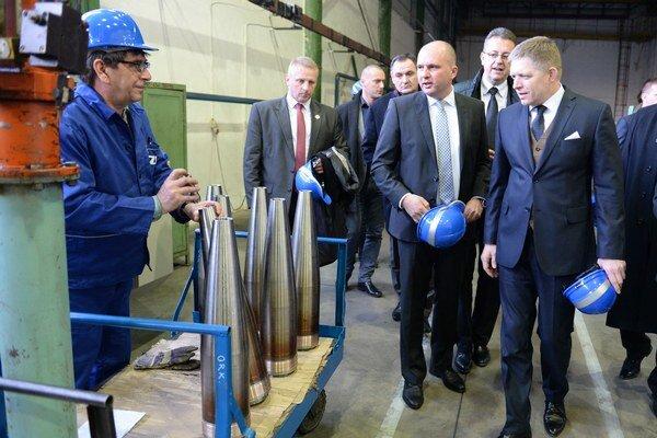 Fico bol aj v Snine. Pozrel si fabriku na výrobu munície.