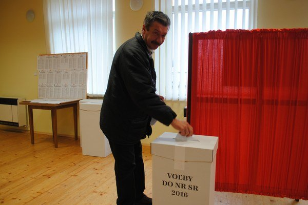 Voľby vNechválovej Polianke. Účasť dosiahla 70,58 percenta.