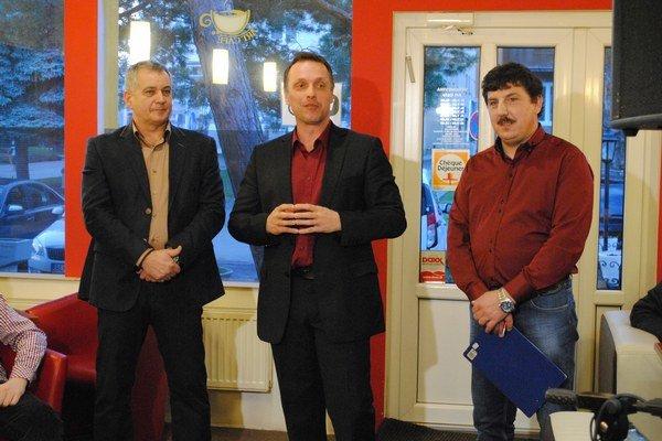 Športoví fotografi. Jozef Feigl (zľava) aMiroslav Porochnavý.