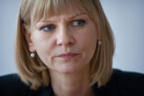 Zuzana Zvolenská (40) viedla počas prvej Ficovej vlády Všeobecnú zdravotnú poisťovňu. Odišla do poisťovne Dôvera, kde bola podpredsedníčkou predstavenstva. Začiatkom tohto roka pôsobila na Úrade pre dohľad nad zdravotnou starostlivosťou. Bola aj tieňovou