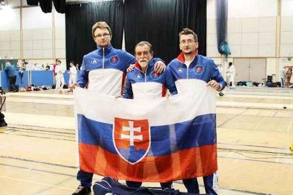 Šermiarske trio. Zľava Ján Gerboc, Dalibor Kazík a Tomáš Kazík.