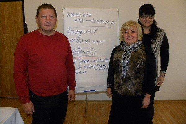 Na školení náčelník mestskej polície Ján Maškulík a pracovníčky úradu Eva Mihaliková a Eva Krivjančinová.