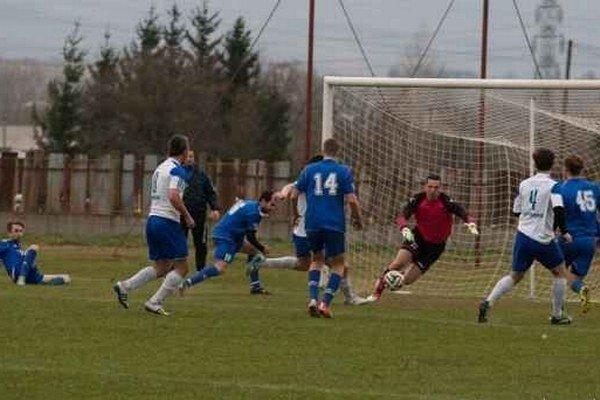 Humenská snaha. Tentoraz ku gólu neviedla, ŠK Futura sa však v súťaži udržal.