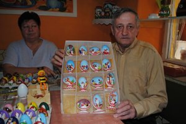 Pavol Mitro s manželkou Zdenkou. Krížová cesta v kačacích vajíčkach.