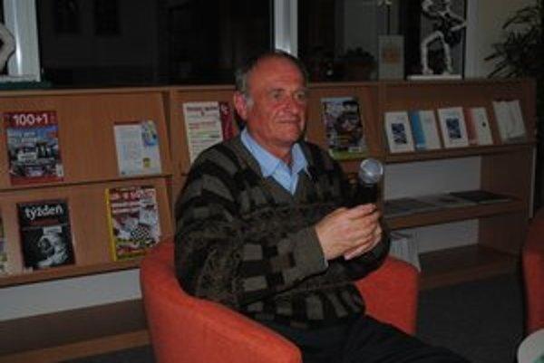 Michal Kirschner na besede vo Vihorlatskej knižnici.