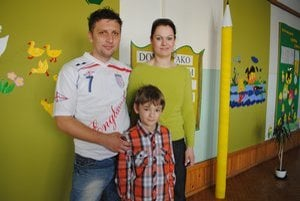 Sebastiánko Lelko v škole. S mamou Evou a otcom Petrom.