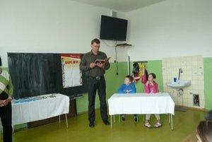 Koškovskí maratónci. Patrí medzi nich aj riaditeľ školy F. Bočkay.