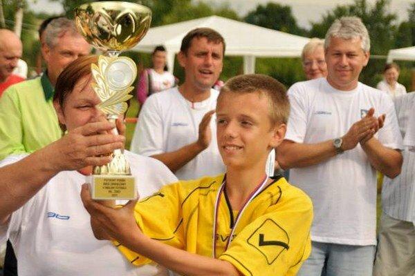 Najlepší hráč D. Klič. Preberá Putovný pohár Ohradzany cup 2013.