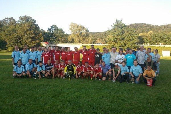 Na Hornej Oľke. V Nižnej Sitnici sa zišli bývalí futbalisti.