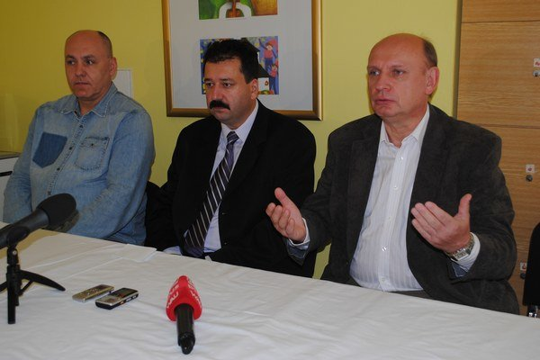 Lekári. J. Adam (zľava), T. Focko a T. Bielik.