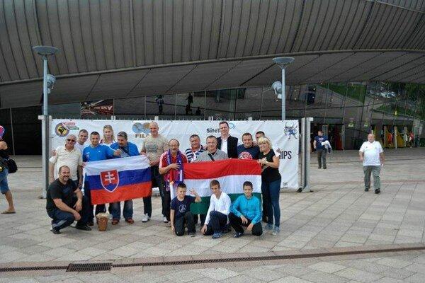 Sninská výprava. ZK Vihorlat Snina zorganizoval na zápasnícke majstrovstvá sveta dvojdňový zájazd.