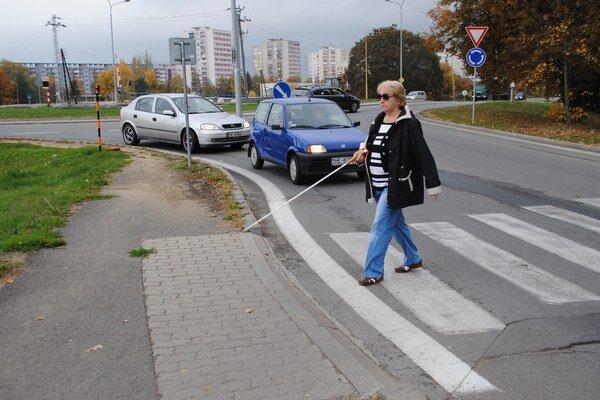 """""""Figurantka"""" Helena Malecová. Väčšina vodičov je podľa nej ohľaduplná."""