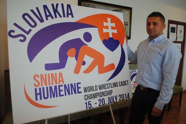 Logo majstrovstiev sveta. Na pôde humenskej radnice ho predstavil Jaroslav Zaremba.