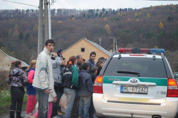 Polícia preverovala možné kupovanie hlasov v osade v Medzilaborciach.