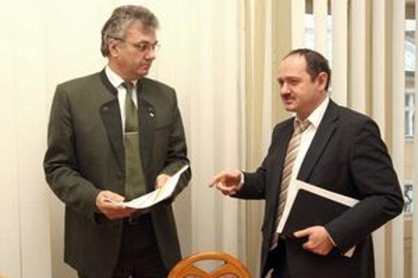 Minister pôdohospodárstva Zsolt Simon a generálny riaditeľ Lesov SR Igor Viszlai.