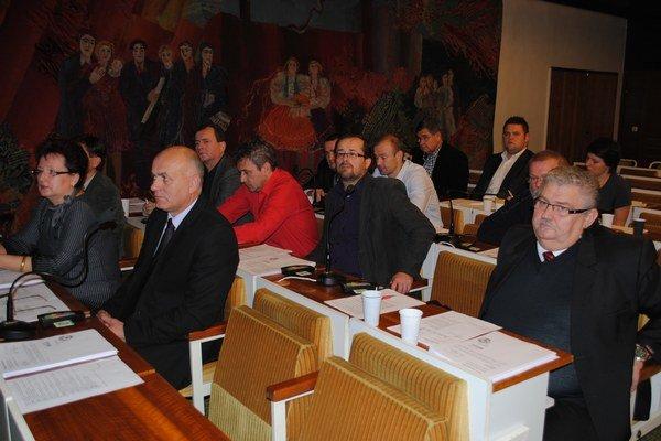 Miroslav Balog (vpravo) o mandát zatiaľ neprišiel.
