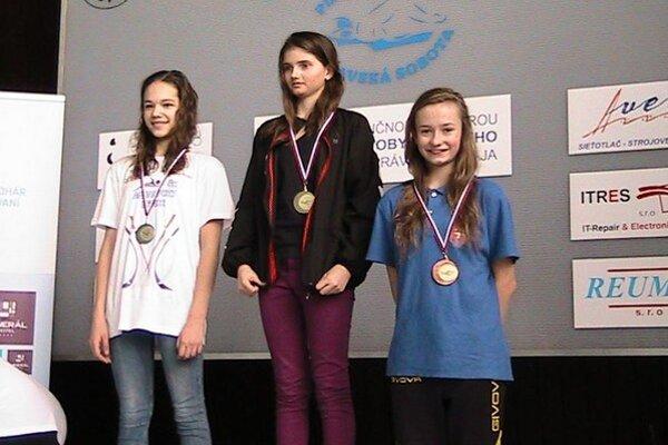 Lea Diničová. Na stometrovej trati motýlikom vyplávala klubový rekord – bronz.