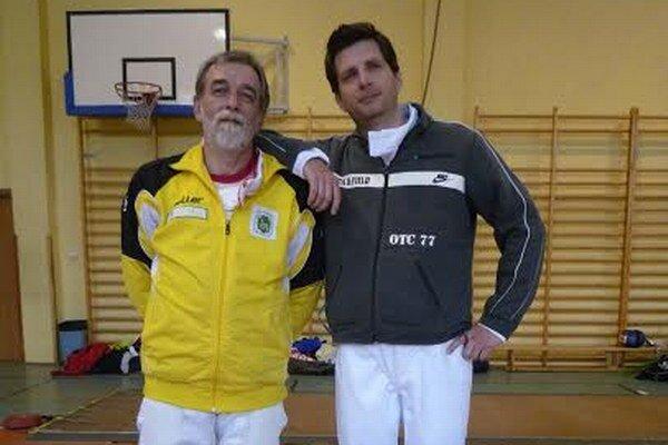Kazík a Zubaľ. Šermiarski tréneri na turnaji v Zakopanom.