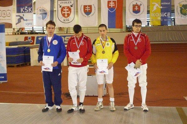 Martin Kapák získal juniorský bronz (na snímke tretí zľava).